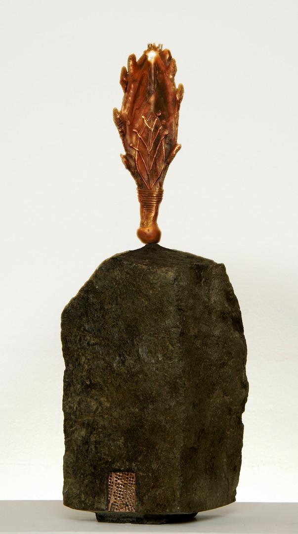 A home for My Roots III, 2005, Basalt, bronze, 40 x 18 x 18 cm