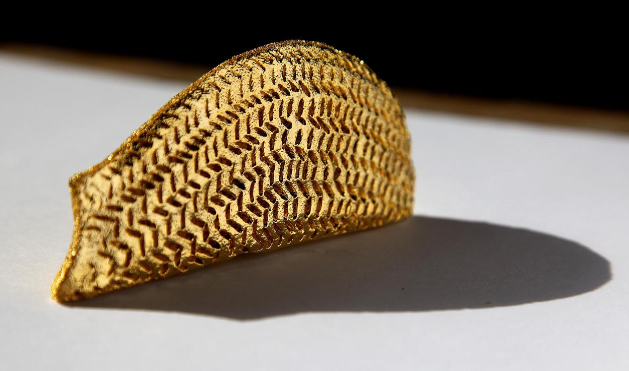 Full with words eighteen, 2010, Brass, gold, 9 x 5 x 2 cm