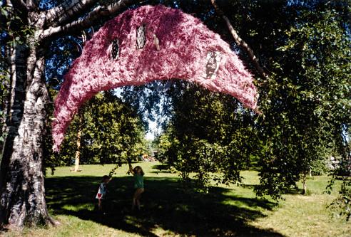 The Reality of Pink, 1998, Wirw, straw, woodpaint, plaster, 198 x 74 x 48 cm