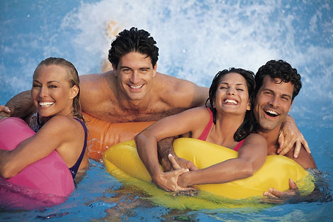couple-friends-leisure-pool-free-stock-p