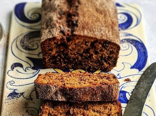 Chocolate and cinnamon loaf cake.
