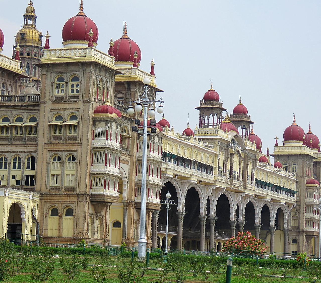 palazzo del maharaja Amba Vila di Mysore_edited