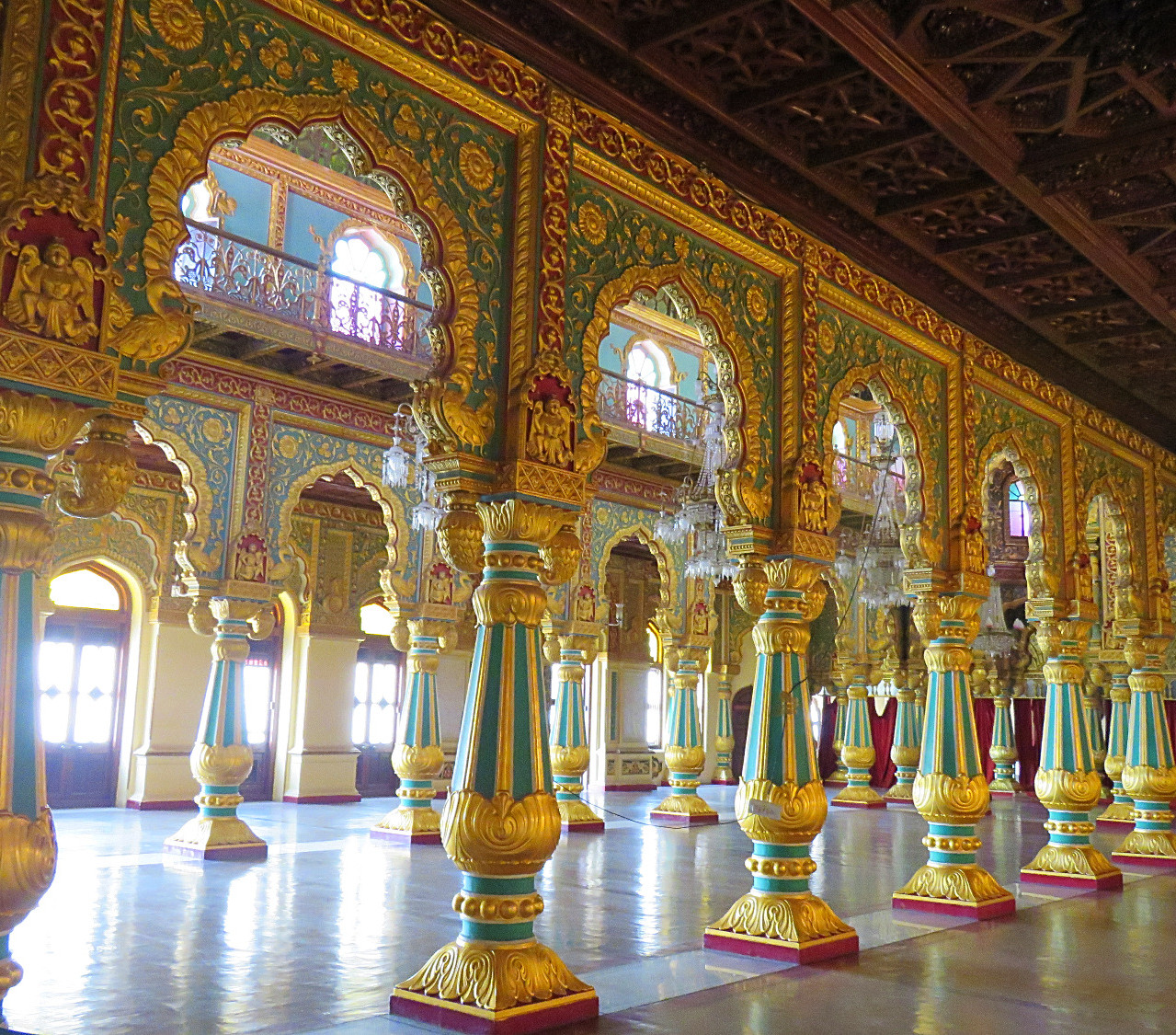 Sala reale palazzo del maharaja Amba Vila di Mysore_edited