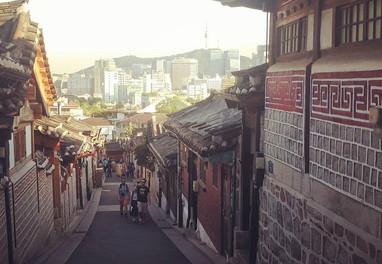 Bukchon Hanok village-02.jpg