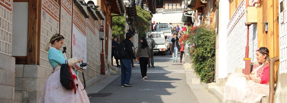 Bukchon Hanok village-01.jpg