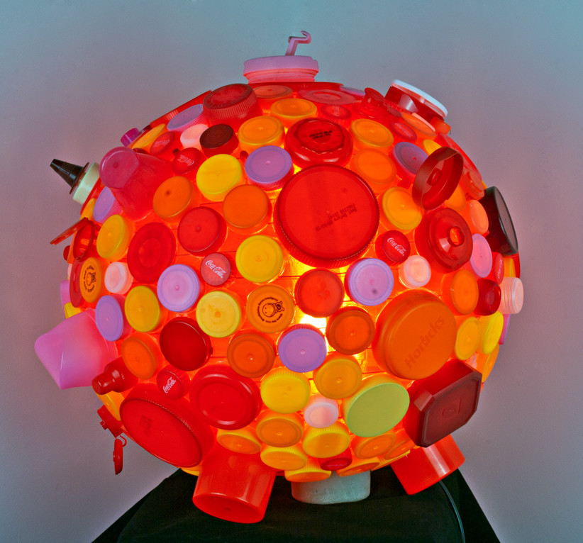 Bubblegum - light made of recycled plastic lids