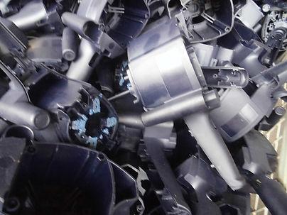 AMMON KUNSTSTOFFE - Lohnarbeiten - Sägearbeiten - Produktionsabfall