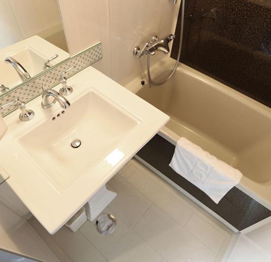 203 CROP Bathroom.jpg