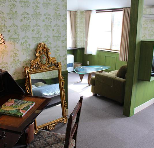206 desk to lounge MG_3251.jpg