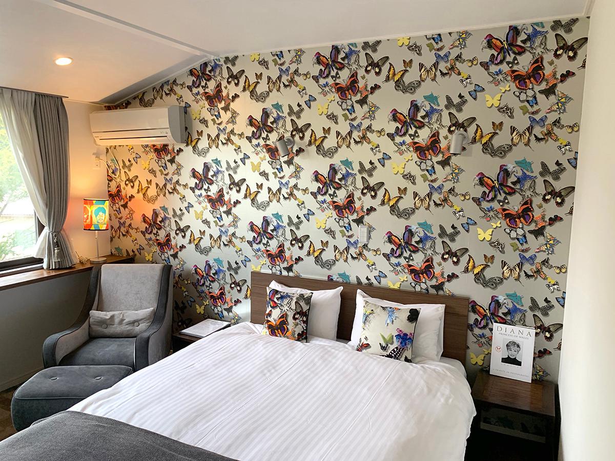 208 Bed side2.jpg