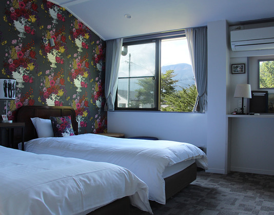 209 bed&window.jpg