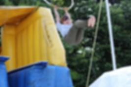 軽井沢の遊びはアミーチアクション(空中ブランコ)
