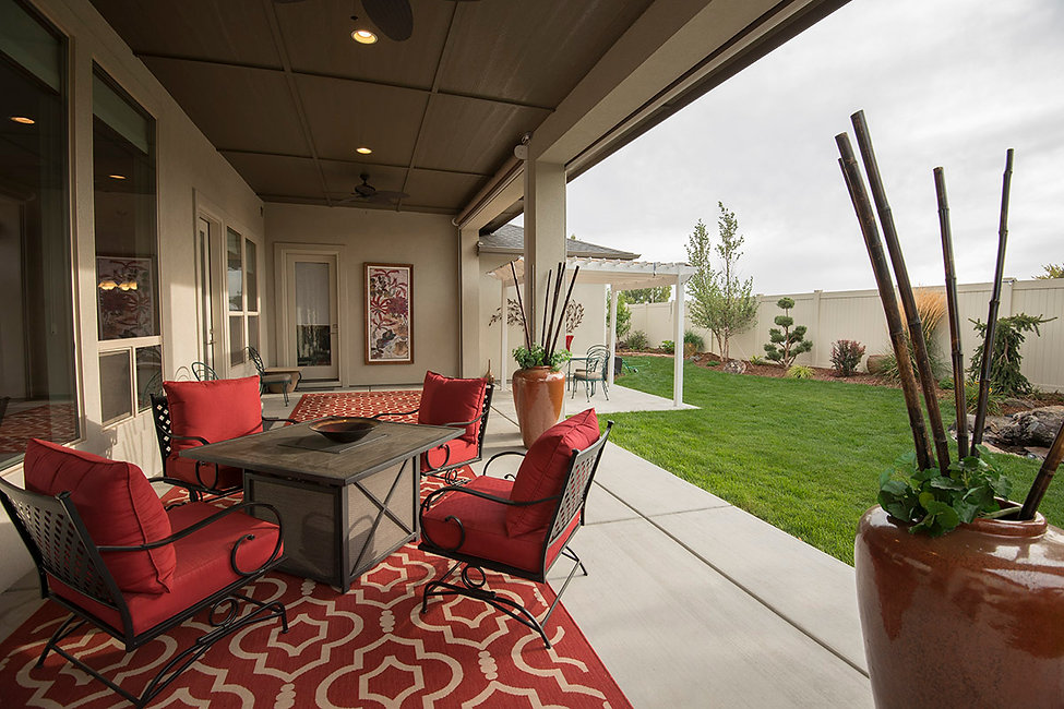 Home outdoor entertainment setting