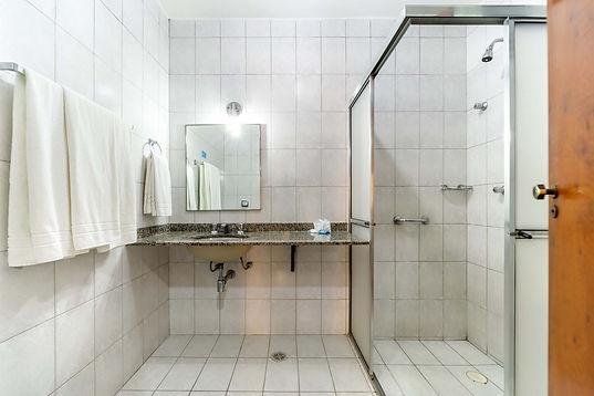 5 Banheiro Hotel Itapetinga.JPG