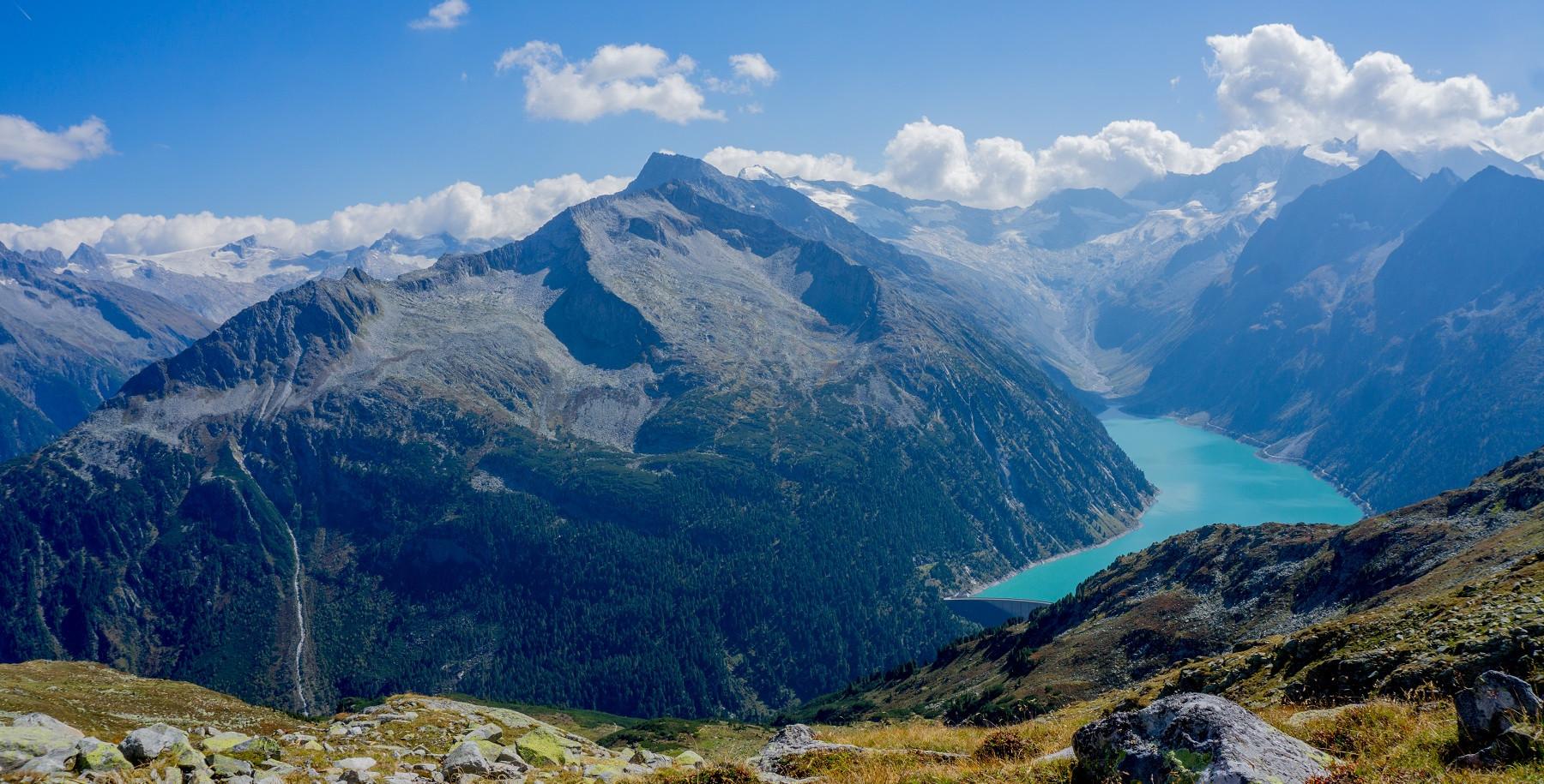 Aussicht über den Schlegeisstausee und die umliegende Bergwelt