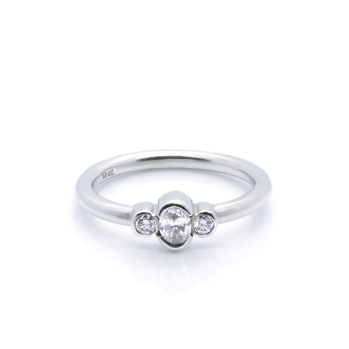 18ct White Gold and Diamond Engagement Ring.
