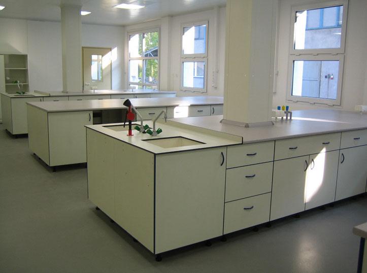 laboratorni-nabytek-12v.jpg