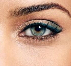 איך נדע שהעיניים שלנו שקועות?  המאפיין צורת עין שקועה היא ארובת עין עמוקה, ועם הגבה בולטת יותר מהעין עצמה.