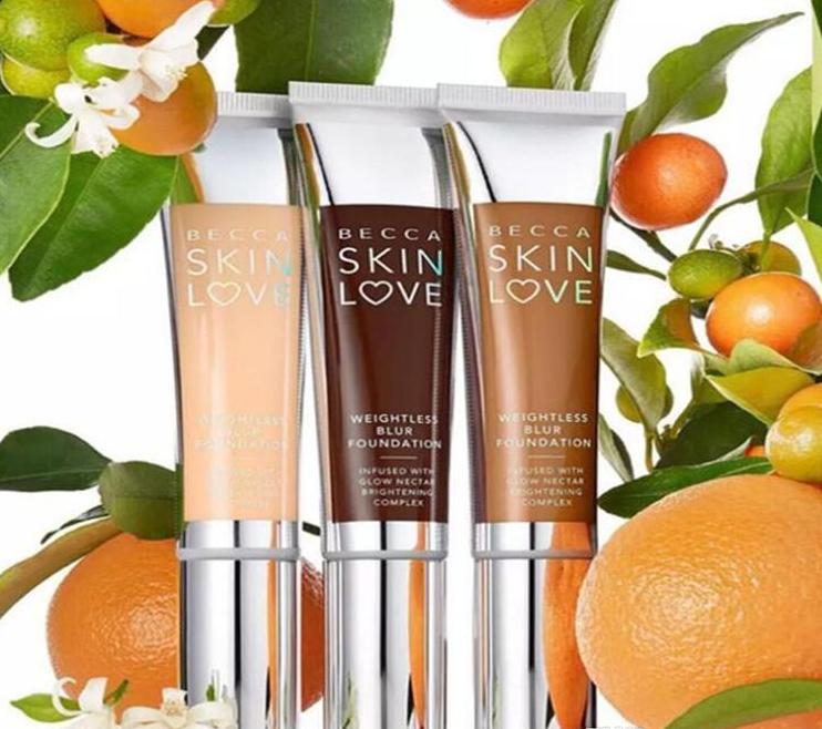 BECCA SKIN LOVE - מייק אפ נוזלי קליל  מכיל תעורבת של מרכיבים פעילים וטבעיים להארת הפנים  מקנה מראה בריא ונטול פגמים  מספק כיסוי בינוני הדרגתי