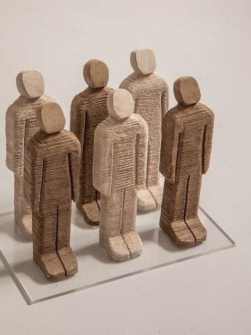 Homenzinhos em cerâmica em caixa acrílica