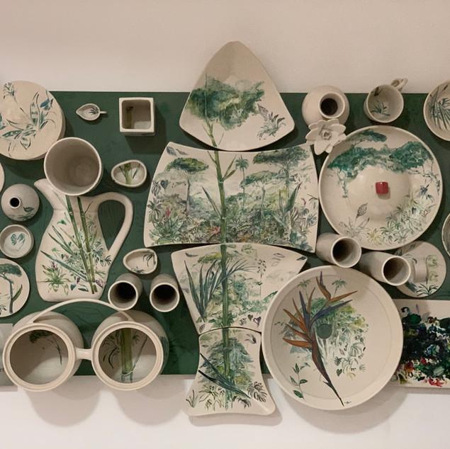 Painel de peças em cerâmica