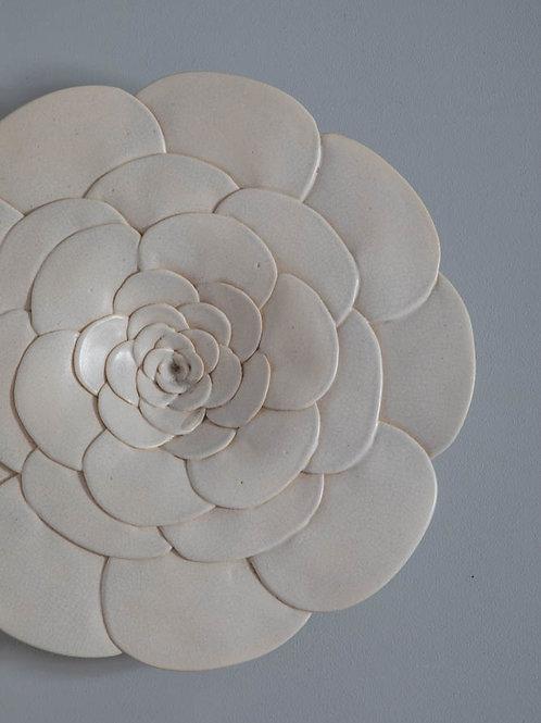 Flor de parede branca  em cerâmica