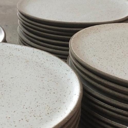 conjunto de pratos brancos cerâmica