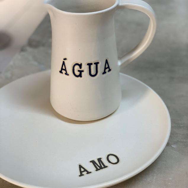 Jarra água e prato amo (exclusividade Lá em Casa)