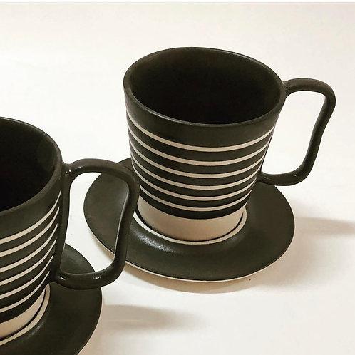 Xícara de chá com pires em porcelana