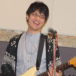 町田、横浜にてギター/ベースレッスンを行っているサマリーギターキャンパスのギター講師、井上先生です。Solanaのギターリストとしても活躍中!