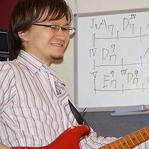 横浜、町田にてギターレッスンを行っているサマリーギターキャンパスのギター講師、永田先生です。横浜校担当です。