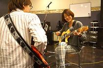 永田先生は優しいおっとりタイプ?でもギターの腕はバツグンです!