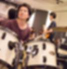 町田にてドラムレッスンを行っているサマリードラムキャンパスのドラム講師、竹洞先生です。ドラム講師行と共に一人娘の子育てに奮闘中です。