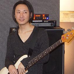 町町田、横浜にてギター/ベースレッスンを行っているサマリーギターキャンパスのベース講師、林先生です。