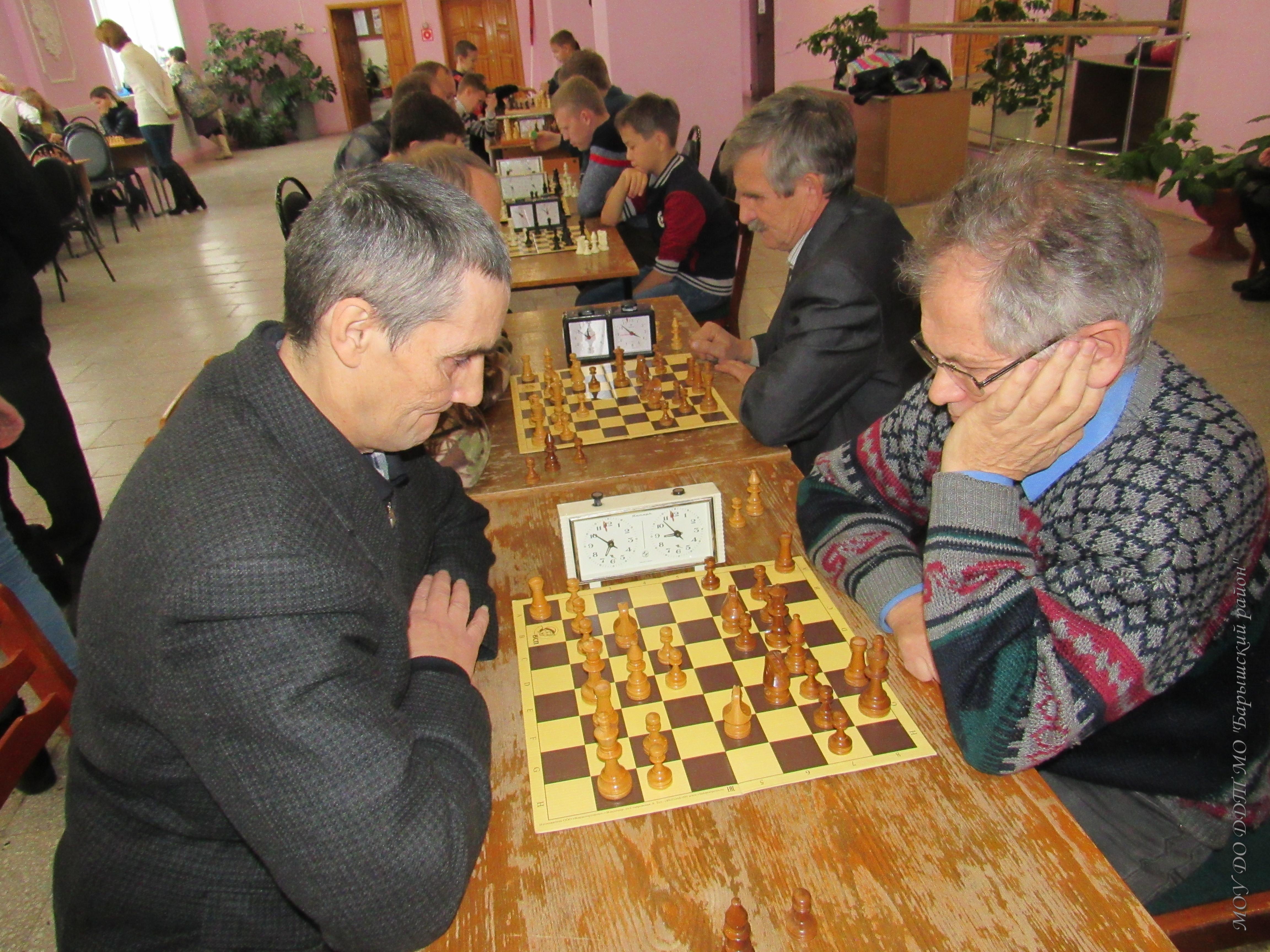 играют лидеры района Абрамов А.-Антипов Н.Вл