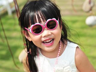 幼兒須要戴太陽眼鏡??