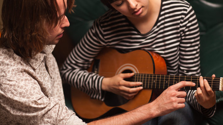 Top 3 things on how to improve fingerpicking on the guitar