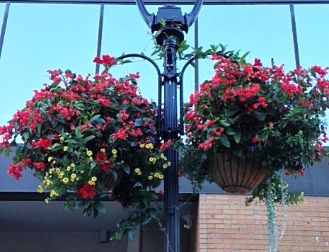 heavy-duty lamppost bracket