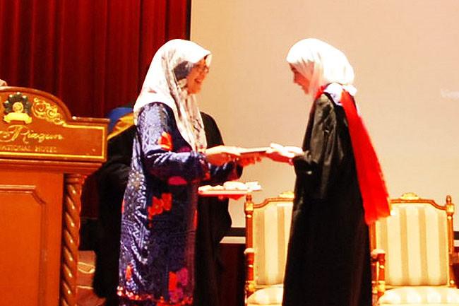 Over 400 graduates receive certificates