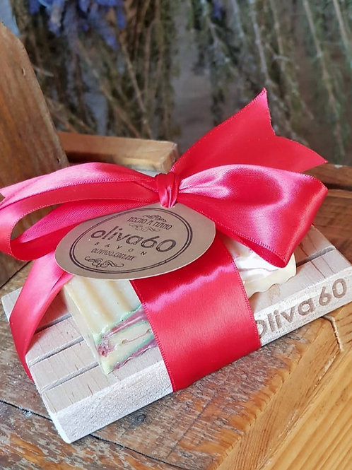 Jabonera de madera maple con un jabón Oliva60