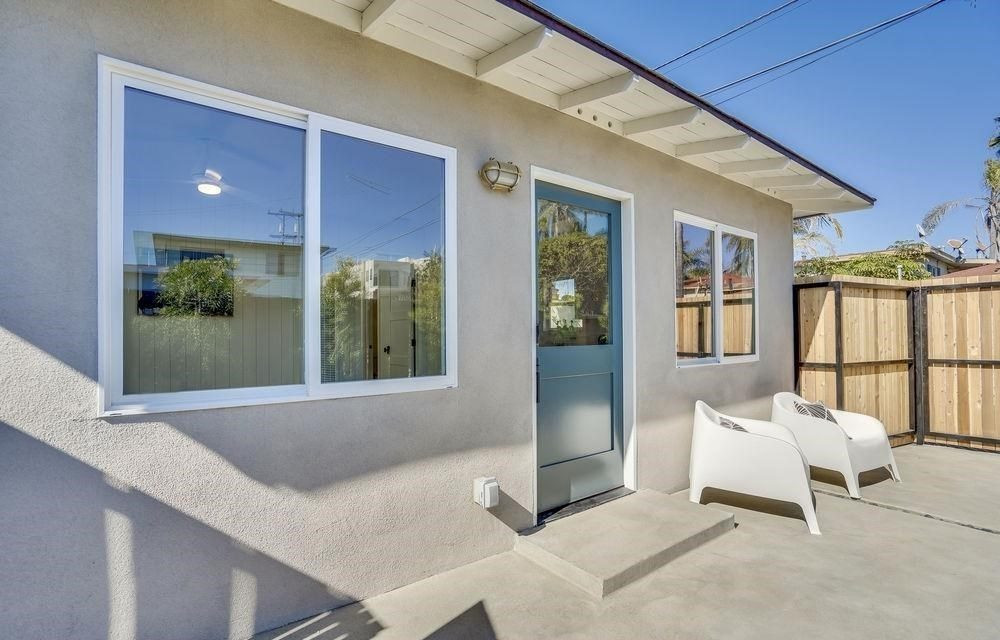 ADU-Exterior-Stucco-Beige-Blue-Front-Door-White-Eaves-e1621534858925.jpg