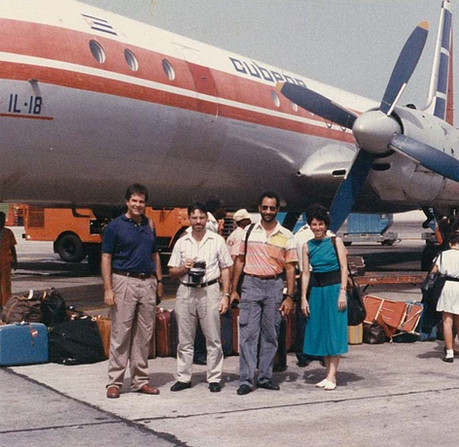 At Havana Airport in 1988, Vargas leads a tour showcasing Latin American architecture. (AIA Archives)