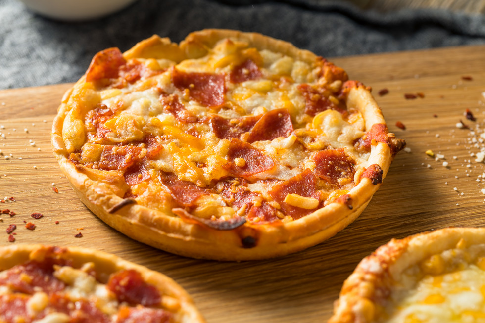 fast-food-frozen-individual-pizzas-6K3XC