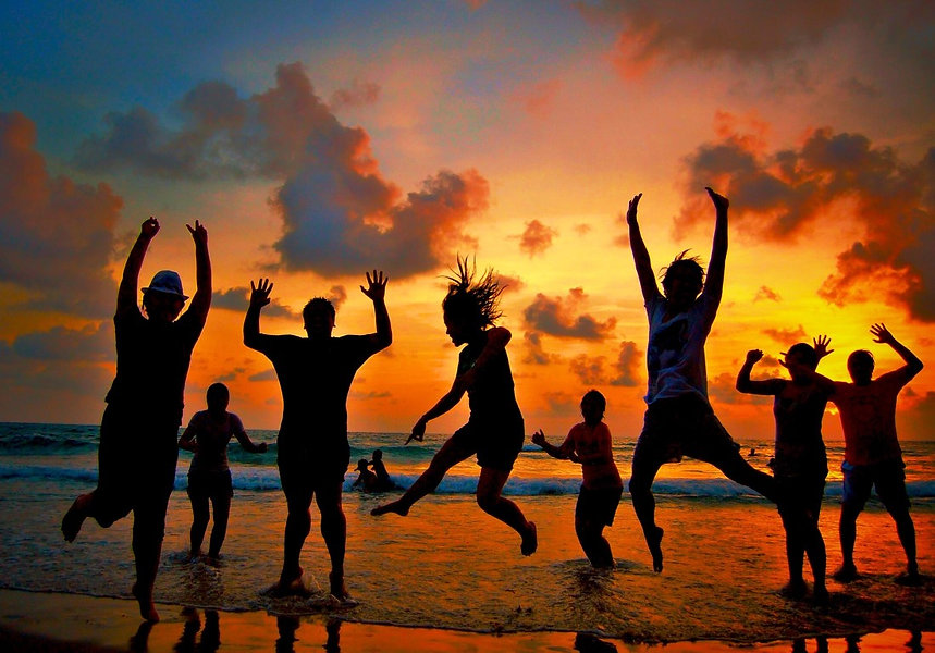 holiday-life-we-dance-on-the-beach-summe