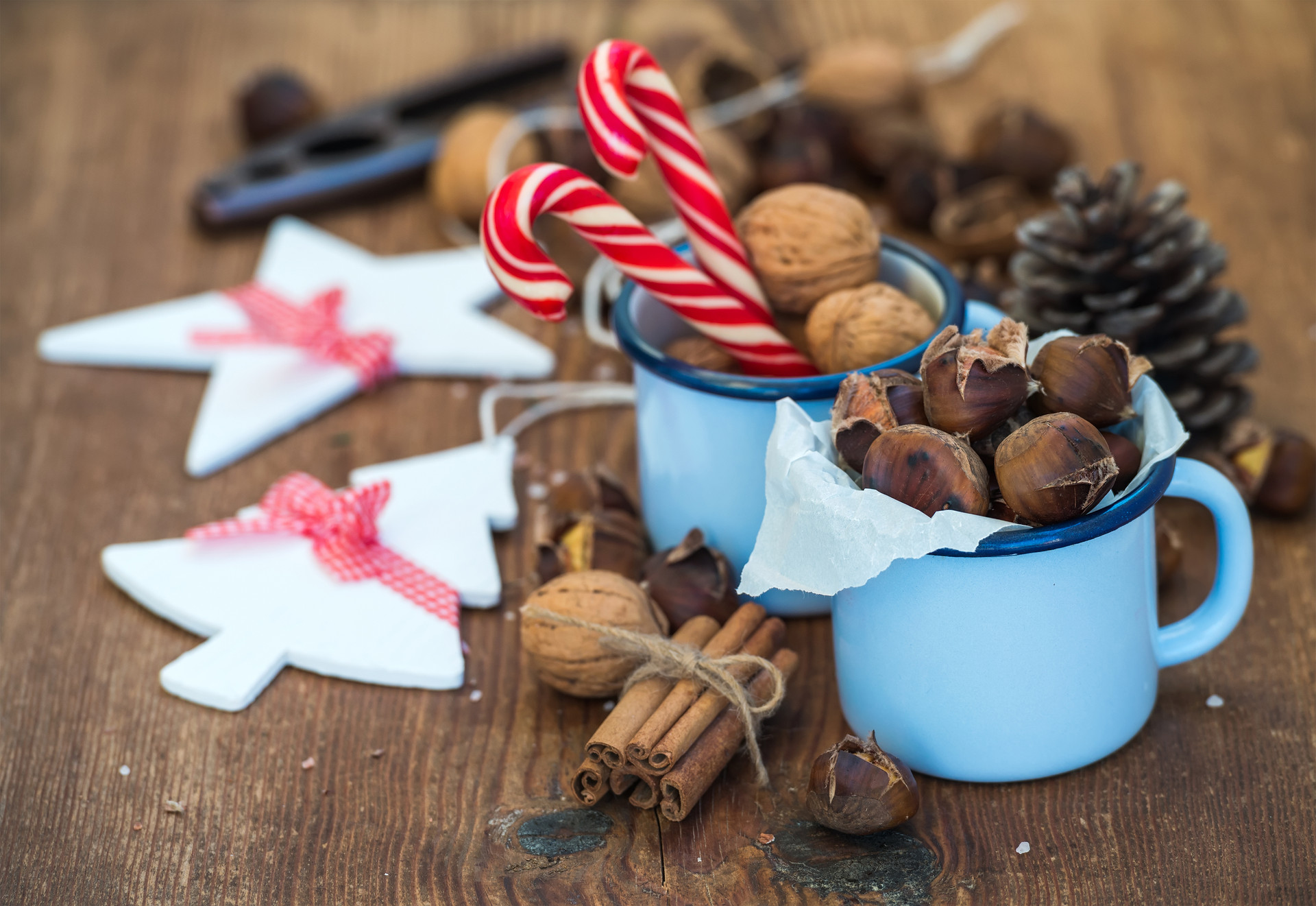traditional-christmas-foods-and-decorati
