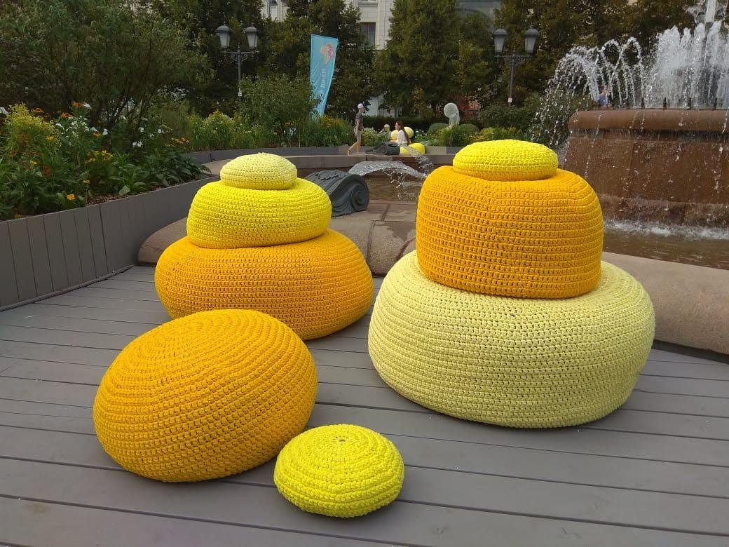 Пуфы желтые