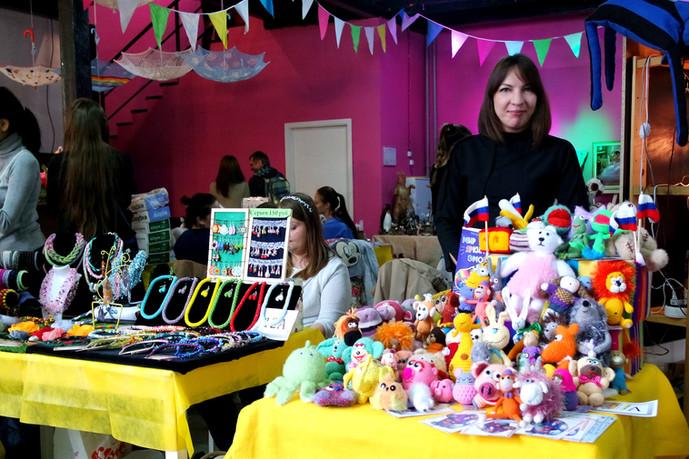 Поучаствовали в фестивале #КрафтПикник, отметили Всемирный День Вязания