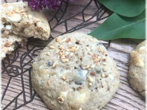 Cookies mit weißer Schokolade und Kirschen