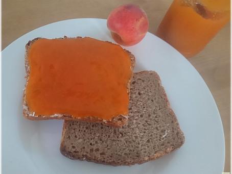 Das Frühstück ist im Sommer bunt