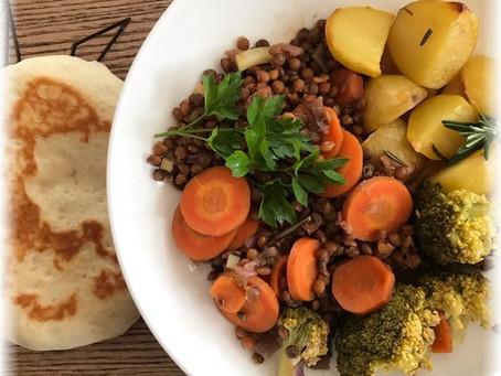 Essen gibt Kraft – Dal mit Rosmarinkartoffeln und frischem Naan